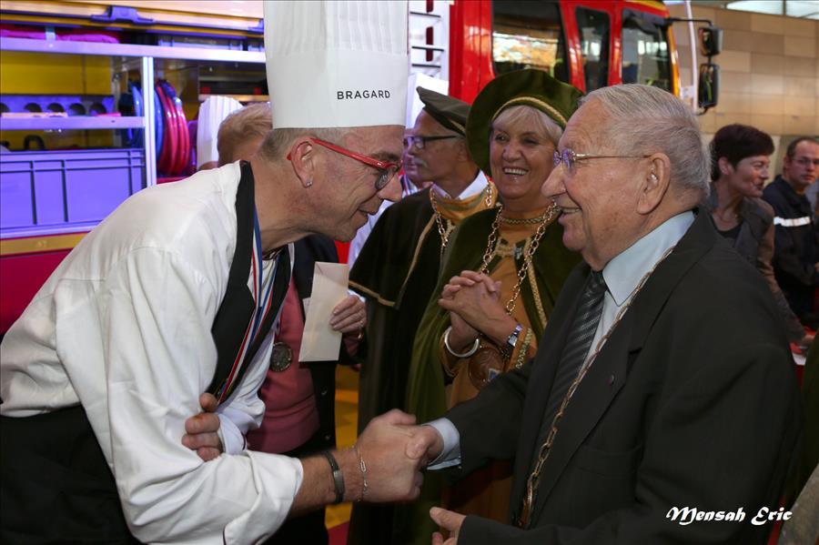 notre Camille avec le président de l'Amicale des cuisinier