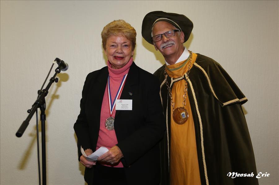 la présidente d'honneur avec le président de la confrérie